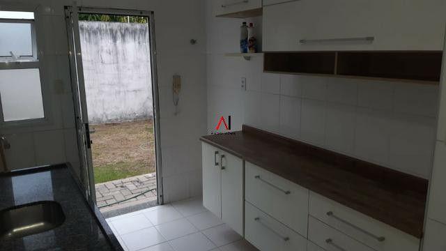 Casa 4/4 Stella Maris solta, Cond fechado, infraestrutura completa, com área, armários - Foto 9