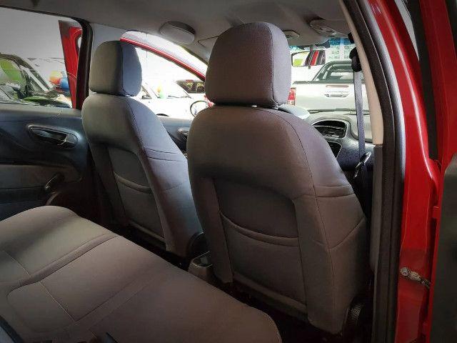 Fiat Punto 1.4 Attractive Italia 8v Flex 4p Manual-2013 - Foto 8
