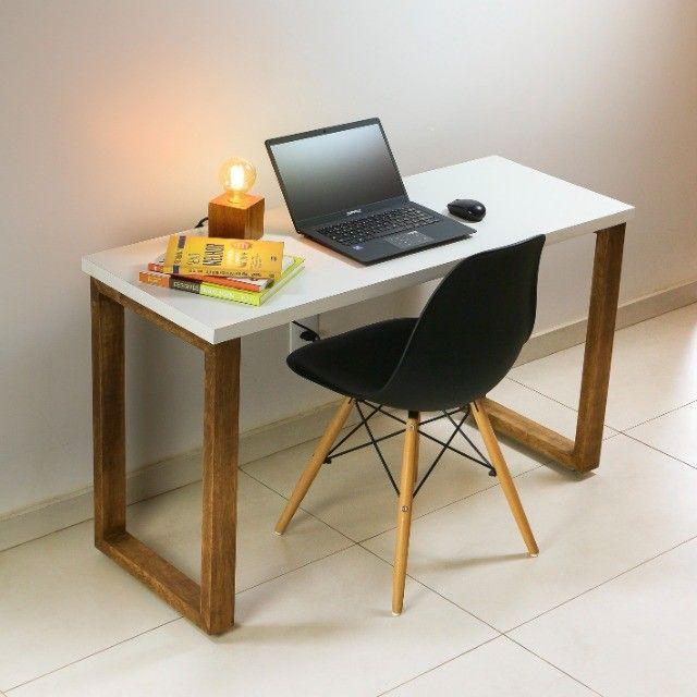 Mesa para computador trabalho escrivaninha estudos em MDF + Madeira Maciça - Foto 6