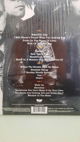 Album U2 18 SINGLES - Lacrado.  - Foto 3