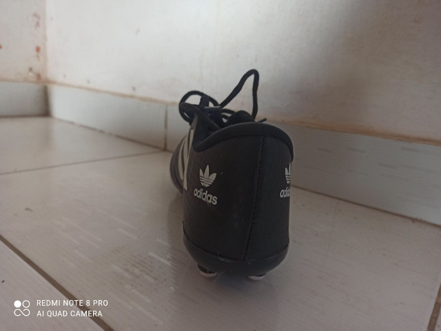 Chuteira Adidas semi-nova