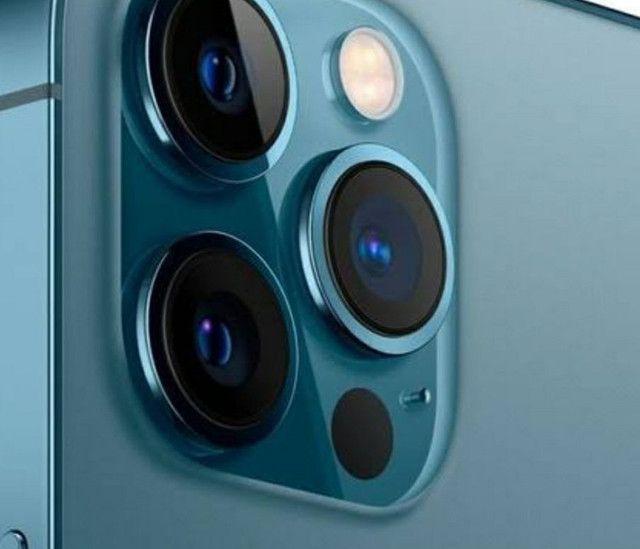 Troco iPhone  12pro max 256g em moto ou carro de meu interesse - Foto 2