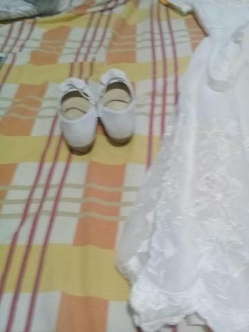 Vestido de aia e sapato
