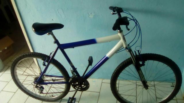 Bicicleta com amortecedor toda boa