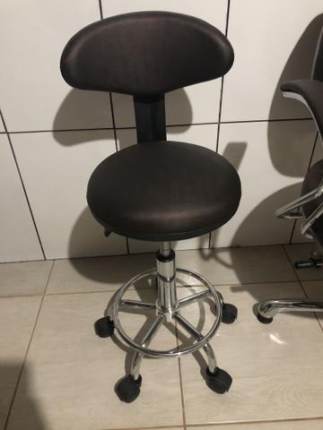 Cadeira de maquiador e cabeleireiro com mocho - Foto 3