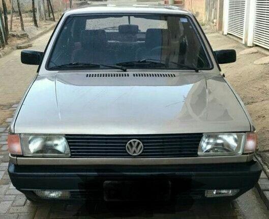 Volkswagen gol GL motor 1.8 cor bege ano 1991 muito conservado.