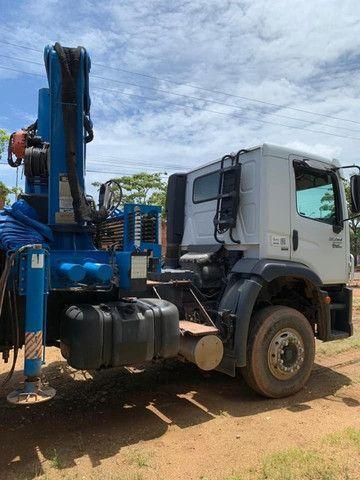 Caminhão munck traçado 26280