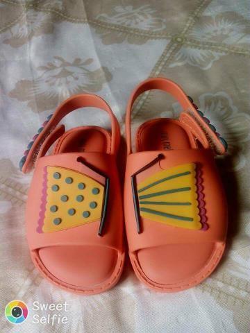 Vendo mini Melissa e sandália pimpolhinho