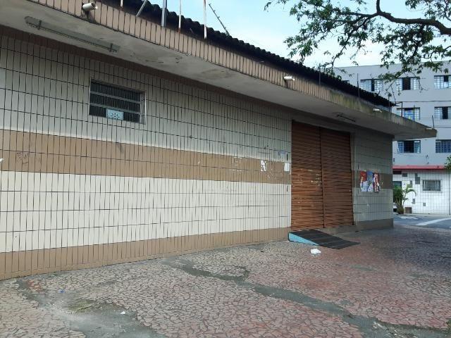 Galpão, loja comercial, com 454 m quadrados de área util
