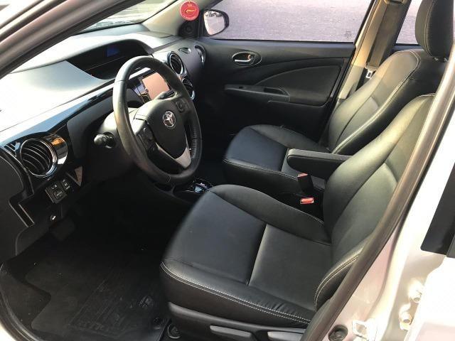 Toyota Etios sedan xls 1.5 automatico 2017 zero de entrada - Foto 10