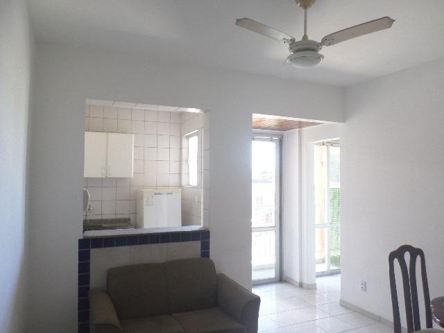 Ondina - Apartamento de quarto e sala com varanda de frente para a Avenida - Foto 9