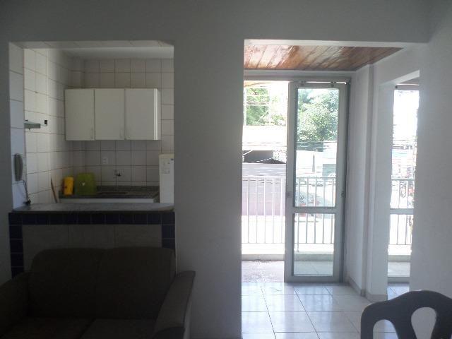 Ondina - Apartamento de quarto e sala com varanda de frente para a Avenida - Foto 7