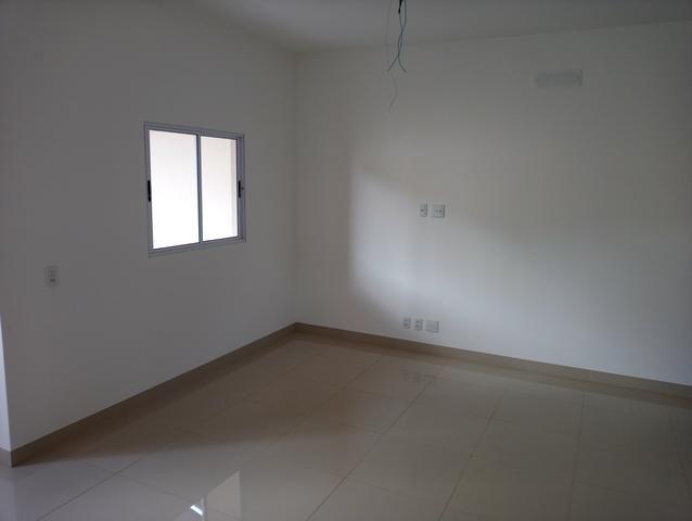 Casa nova 3 quartos sendo 1 suíte, porcelanato, prox a avenida t-63, financia