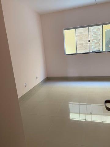 Casa nova 3 suítes plenas, sala com pé direito duplo, porcelanato, financia - Foto 9
