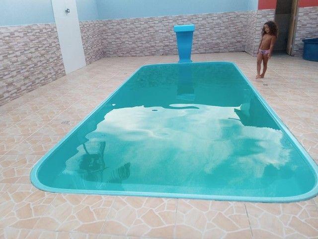 Casa com piscina recém construída