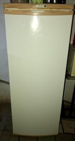 Geladeira Electrolux 1 porta 240 litros