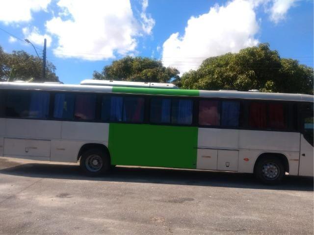 Ônibus Versatile com motor Mercedes