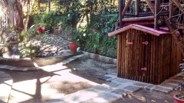 G 1423, Sítio de 2.000m² com piscina, churrasqueira próximo a Rio-Petrópolis - Foto 2