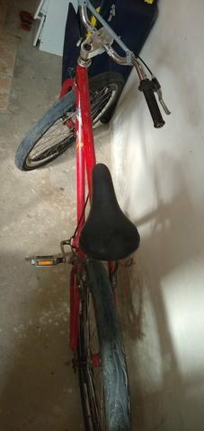 Vendo um bicicleta Ferrari ela só precisa trocar o pneu dianteiro - Foto 4