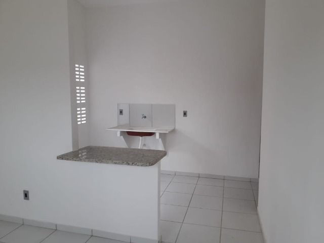 Vende-se ou troca-se por carro, uma casa nova recém construída em condomínio fechado - Foto 10