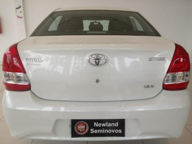 Toyota Etios Sedan X Manual 2018 - Foto 8