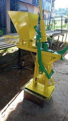 Maquina de fazer tijolinho ecológico solo cimento - Foto 2