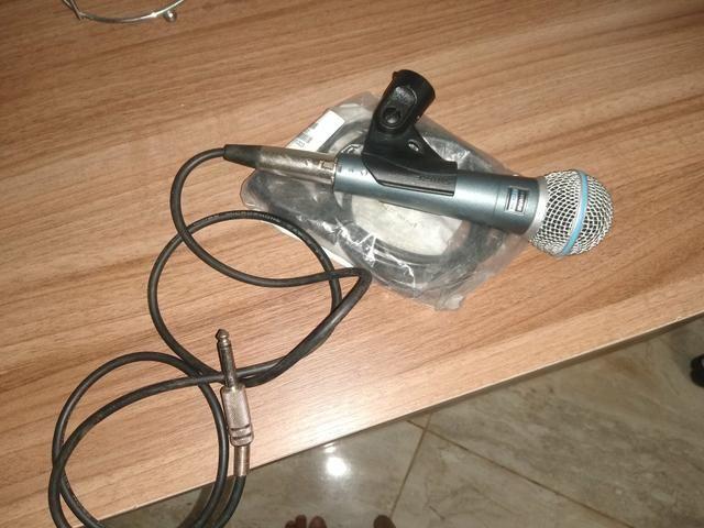Vendo microfone shure 58 a novinho sem detalhes quem vê compra - Foto 2