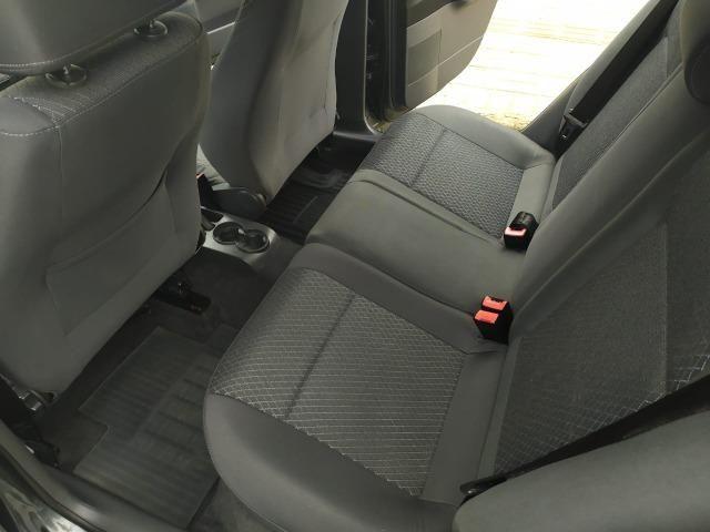 Volkswagen Polo Sedan 1.6 Comfortline 2013 - Foto 10
