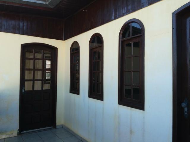 Casa no Pinheirinho p casal sem filhos 600,00 direto c/ Proprietário - Foto 2