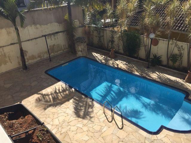 Vendo casa de alto padrão em Serra Negra, 4 qt, 4 vg, 7 hc, 300 mt. Piscina, São Paulo