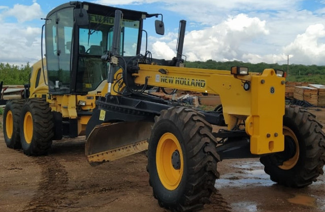 Motoniveladora RG 170B New Holland