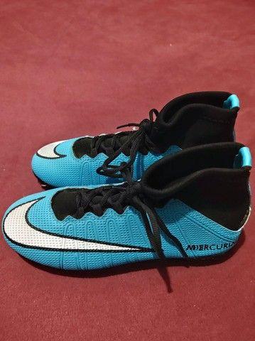 Chuteira de trava Nike primeira linha TAM 39/40 - Foto 2