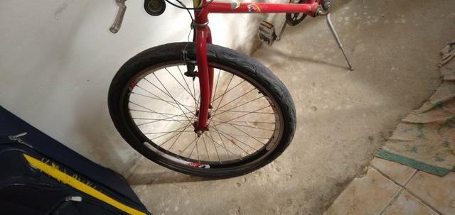 Vendo um bicicleta Ferrari ela só precisa trocar o pneu dianteiro