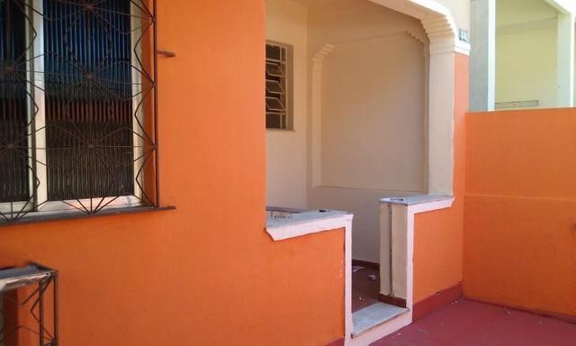 Apartamento tipo casa Olaria sala, 2 quartos,área e garagem - Foto 3