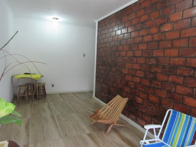 Apartamento central dois dormitórios - Foto 2