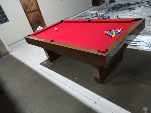 Mesa Sedução 2,20 x 1,20 Cor Freijó Tecido Vermelho Mod. YDEL2565 - Foto 2