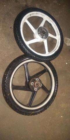 Vendo jogo de rodas com dois pneus - Foto 3