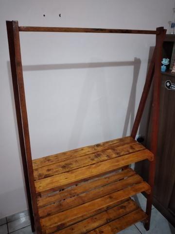 Closet com sapateira em palete - Foto 4