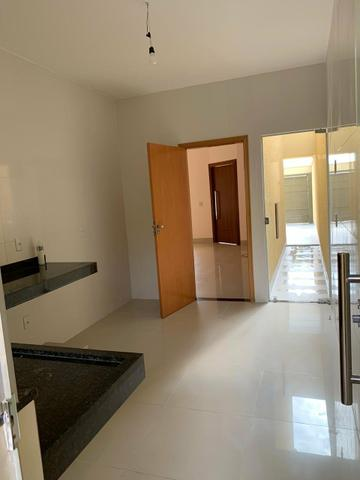 Casa nova 3 suítes plenas, sala com pé direito duplo, porcelanato, financia - Foto 6