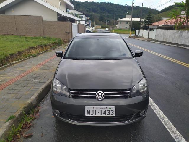 Volkswagen Polo Sedan 1.6 Comfortline 2013 - Foto 3