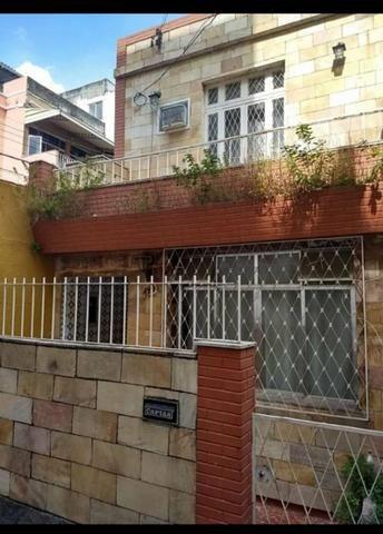 Casa de vila com varanda, 93mts 2 quartos com garagem