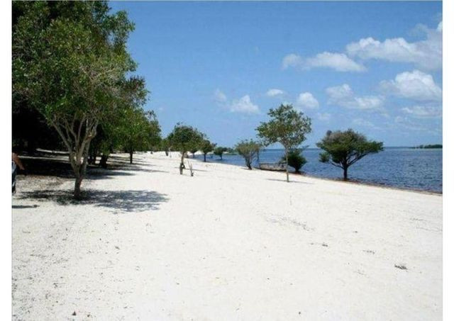 Vendo casa na praia no Rio Uaicurapá - Parintins - Foto 2