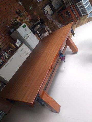 Mesa Madeira Quatro Pés Cor Imbuia Tecido Preto Mod. CHGV4490