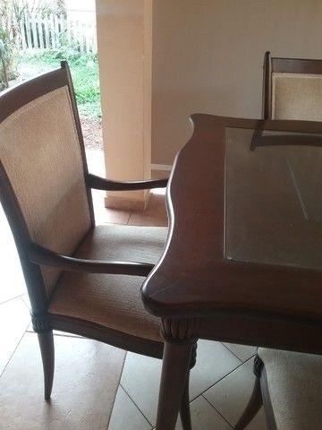 Mesa de jantar com cadeiras da linha Sierra