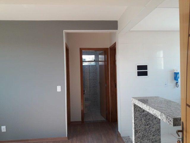 Cobertura pronta pra morar no Rio Branco ? 2 quartos, churrasqueira, 1 vaga - Foto 8