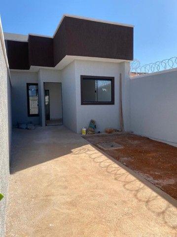 Casa novinha, para venda possui 62 metros quadrados com 2/4 Buena vista