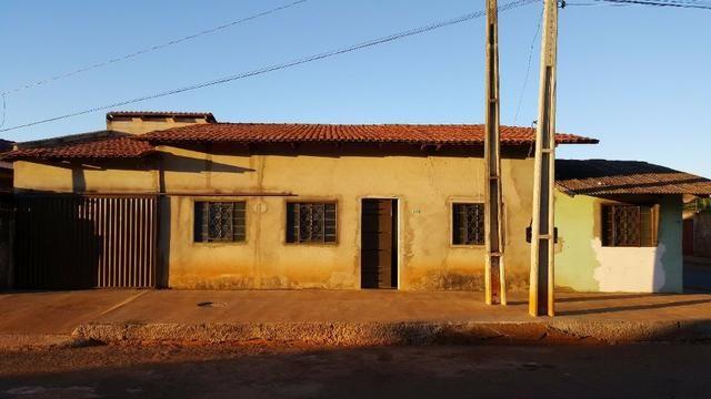 Vendo Esta Casa com 4 Quartos e Boa Localização