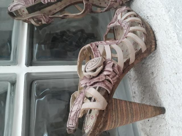 67eddd4b6 Sandalia em couro rosê salto de madeira 34 - Roupas e calçados ...
