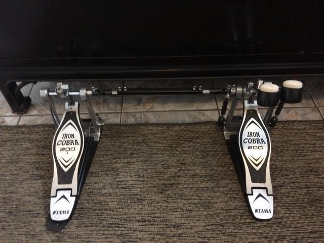 Pedal duplo Tama iron cobra 200 bateria