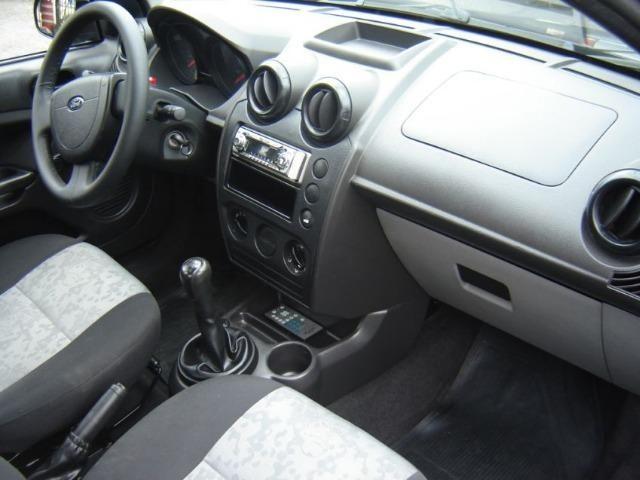 Ford Fiesta Sedan 1.0 4P Flex 2010/2011- Completo, segunda dona, perfeito estado - Foto 3